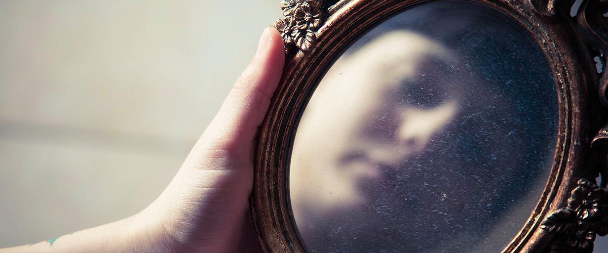 Miroir : arrêtez de vous regarder le nombril en B2B